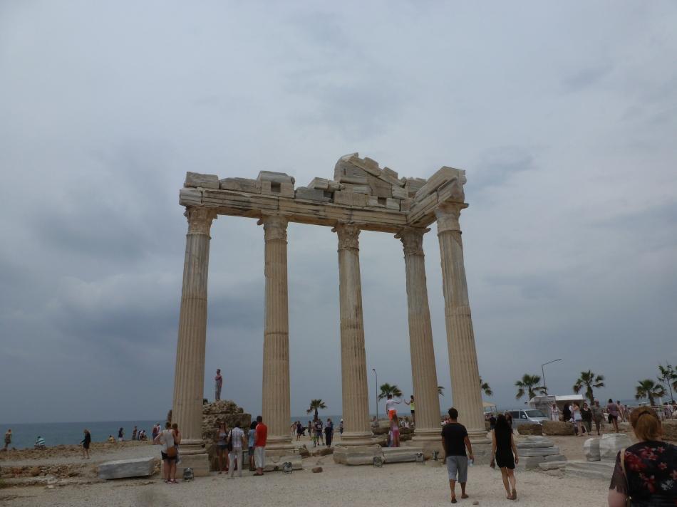 Apollosäulen vom Tempel in Perge