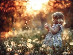cute-kid-flowers-lovepicturex_Blogspot_com
