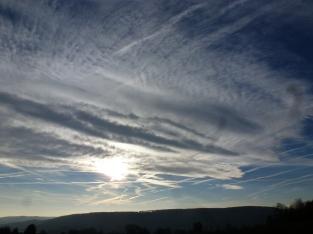 Himmelswolken mit Sonne