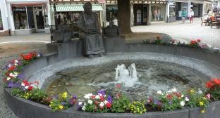 In Linz mit Altstadtbrunnen