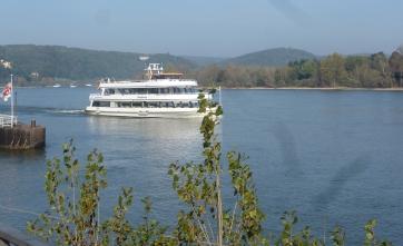 Ausflug Schiff auf dem Rhein bei Remagen