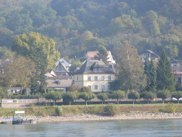 Rheinufer in Erpel gegenüber von Remagen