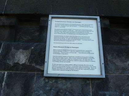 Gedenktafel zum Friedensmuseum Brücke zu Remagen