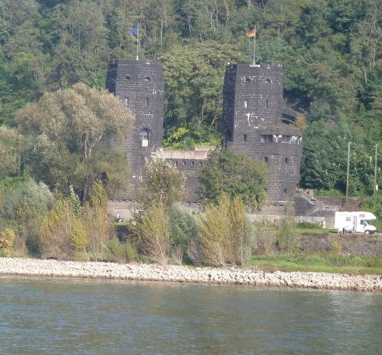 Rheinbrückenkopf andere Rheinseite in Erpel