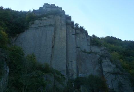 Steile Felswände in Altenahr