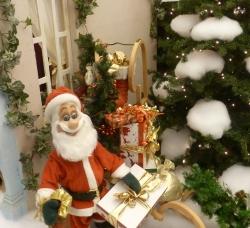 Der Weihnachtsmann mit seinem Paket