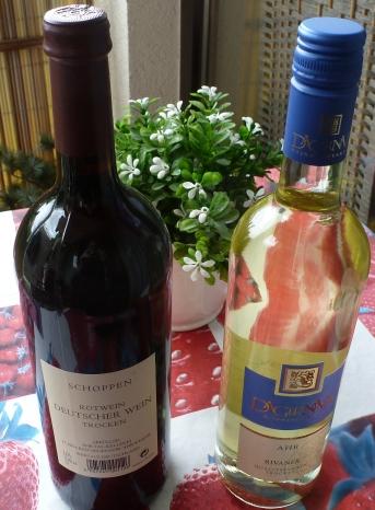 In Dernau Vidothek Winzerschoppen rot und Weißwein Rivaner Trocken gekauft