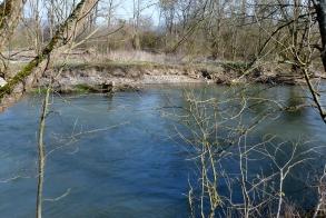 Hochwasser an der Ahr mit ausgewaschenen Ufer