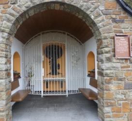 St.Hebastianus Kapelle von 1676 Standort eines Kreuzes 1741 erbaut Heiligendhäuschen erneuert 1884 von der Bruderschaft