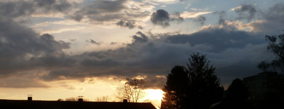 Dunkle Wolken ziehen auf es wird doch nicht regnen