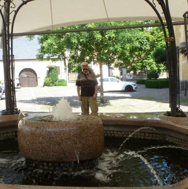 Springbrunnen an der Gedenkkirche