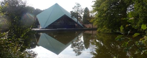 Die Zeltkirche im Herbst