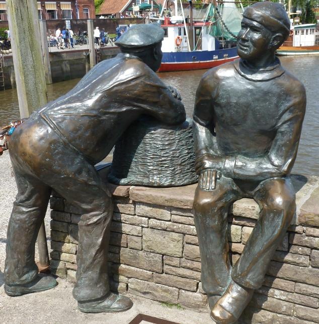 Zwei die sich viel zu erzählen haben am Hafen
